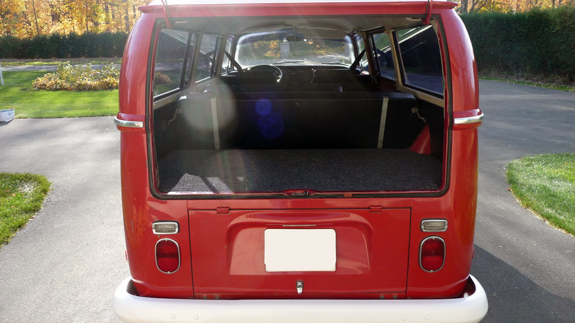 1970 Volkswagen Type 2 Station Wagon presented as lot S15 at St. Paul, MN 2011 - image2