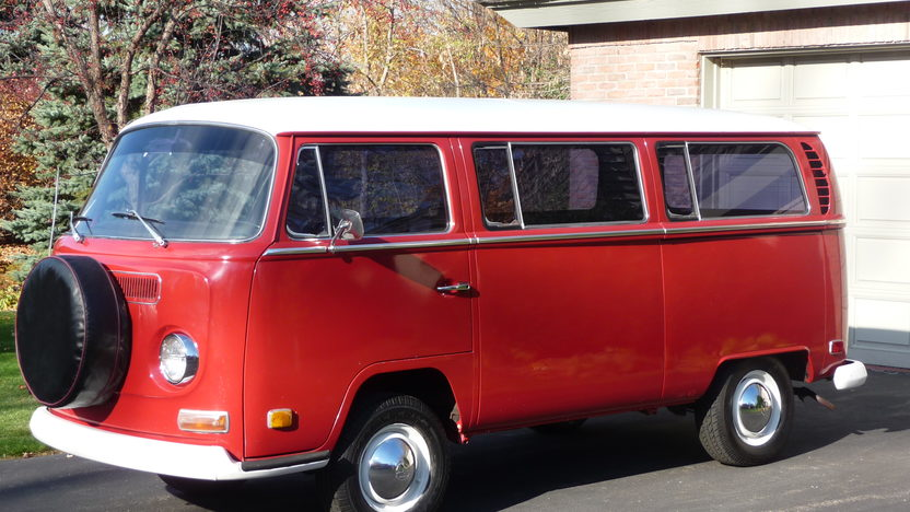 1970 Volkswagen Type 2 Station Wagon presented as lot S15 at St. Paul, MN 2011 - image4