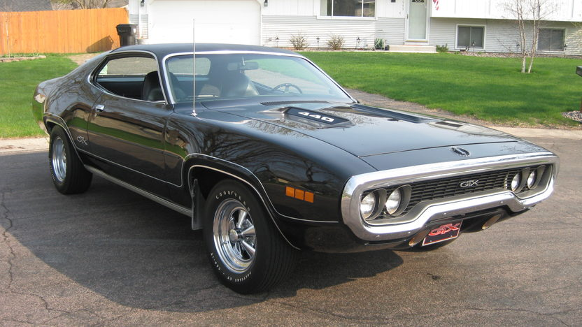 1971 Plymouth GTX 440/370 HP, 4-Speed presented as lot S102 at St. Paul, MN 2011 - image2