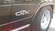 1971 Plymouth GTX 440/370 HP, 4-Speed presented as lot S102 at St. Paul, MN 2011 - thumbail image5