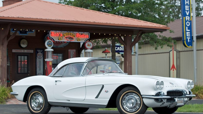 1962 Chevrolet Corvette Convertible presented as lot S66 at Canal Winchester, OH 2010 - image2