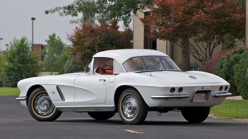 1962 Chevrolet Corvette Convertible presented as lot S66 at Canal Winchester, OH 2010 - image3