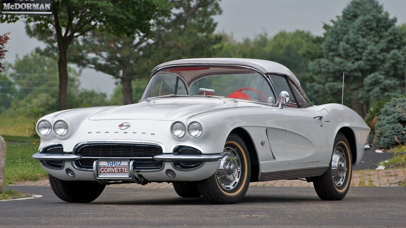 1962 Chevrolet Corvette Convertible presented as lot S66 at Canal Winchester, OH 2010 - image4