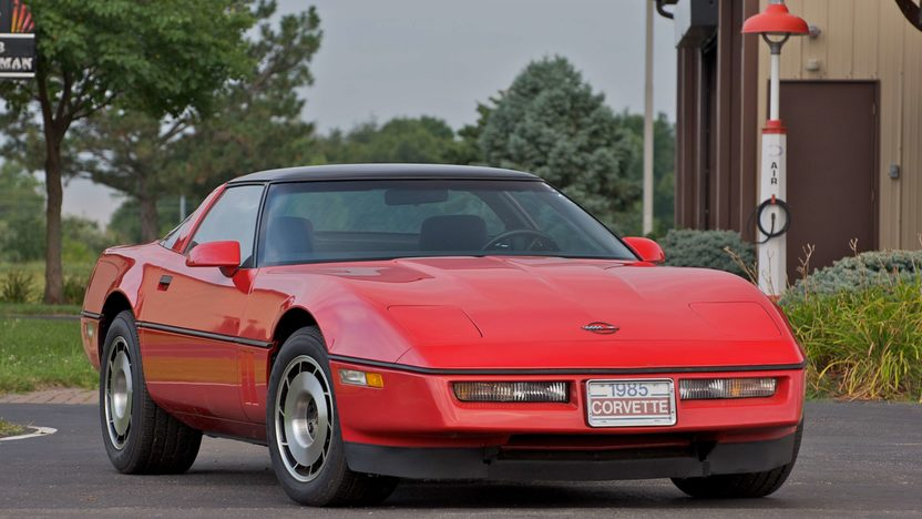 1985 Chevrolet Corvette Coupe presented as lot S98 at Canal Winchester, OH 2010 - image2