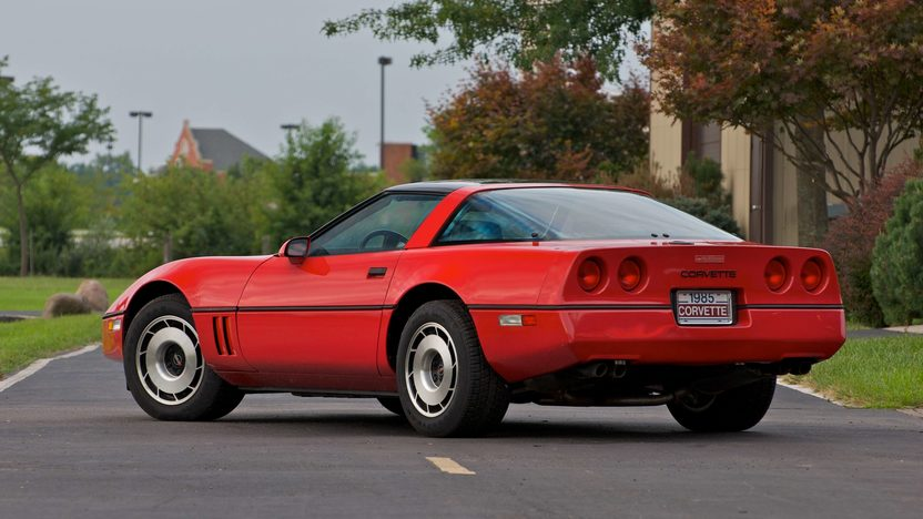 1985 Chevrolet Corvette Coupe presented as lot S98 at Canal Winchester, OH 2010 - image3