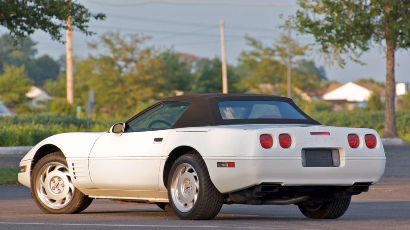 1992 Chevrolet Corvette Convertible 999,999th Corvette Built presented as lot S106 at Canal Winchester, OH 2010 - image4