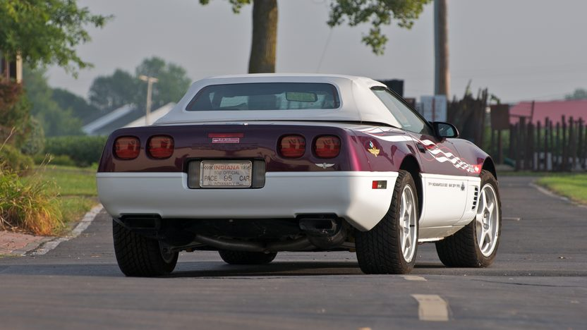1995 Chevrolet Corvette Pace Car 350/300 HP presented as lot S112 at Canal Winchester, OH 2010 - image4