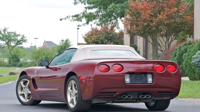 2003 Chevrolet Corvette 50th Anniversary 4-Speed Automatic presented as lot S132 at Canal Winchester, OH 2010 - image4