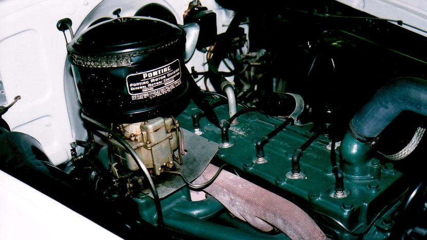 1950 Pontiac Streamliner 2-door Sedan presented as lot T124 at Indianapolis, IN 2009 - image5