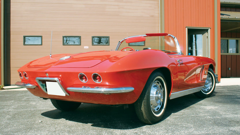 1962 Chevrolet Corvette Convertible 327/250 HP, 4-Speed Manual presented as lot T159 at Indianapolis, IN 2009 - image2