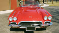 1962 Chevrolet Corvette Convertible 327/250 HP, 4-Speed Manual presented as lot T159 at Indianapolis, IN 2009 - thumbail image3