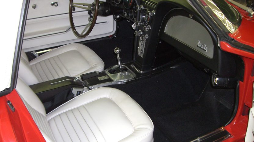 1967 Chevrolet Corvette Convertible 427/400 HP, 4-speed Manual presented as lot F104 at Indianapolis, IN 2009 - image2