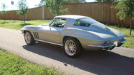 1966 Chevrolet Corvette Coupe 427/550 HP, 6-speed presented as lot F114 at Indianapolis, IN 2009 - thumbail image3