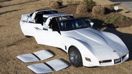 1975 Chevrolet Corvette 4-door Custom 350 CI, Automatic presented as lot S9 at Indianapolis, IN 2009 - thumbail image4
