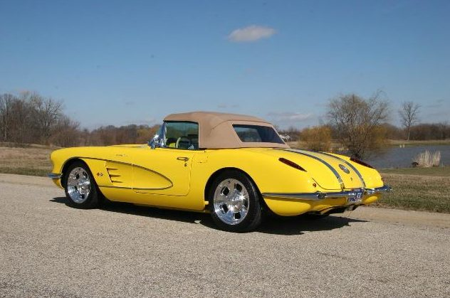 1958 Chevrolet Corvette Resto Mod 350/400 HP, 6-Speed  presented as lot S33 at Indianapolis, IN 2009 - image2