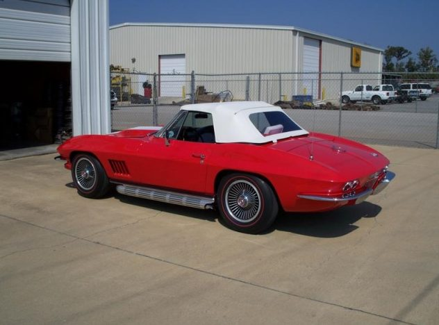 1967 Chevrolet Corvette Convertible 427/390 HP, 4-Speed presented as lot S89 at Indianapolis, IN 2009 - image2