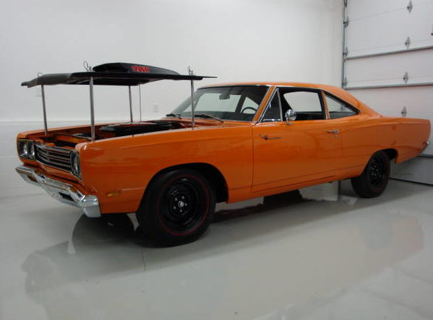 1969 Plymouth Road Runner A-12 M-code 440/390 HP, 4-Speed  presented as lot S146 at Indianapolis, IN 2009 - image3