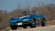 1963 Harley J. Earl Corvette 327/300 HP, 4-Speed  presented as lot S116 at Indianapolis, IN 2010 - thumbail image4