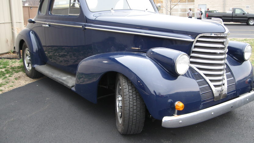 1938 Oldsmobile FJ8 Club Resto Rod Automatic presented as lot W102 at Indianapolis, IN 2011 - image2