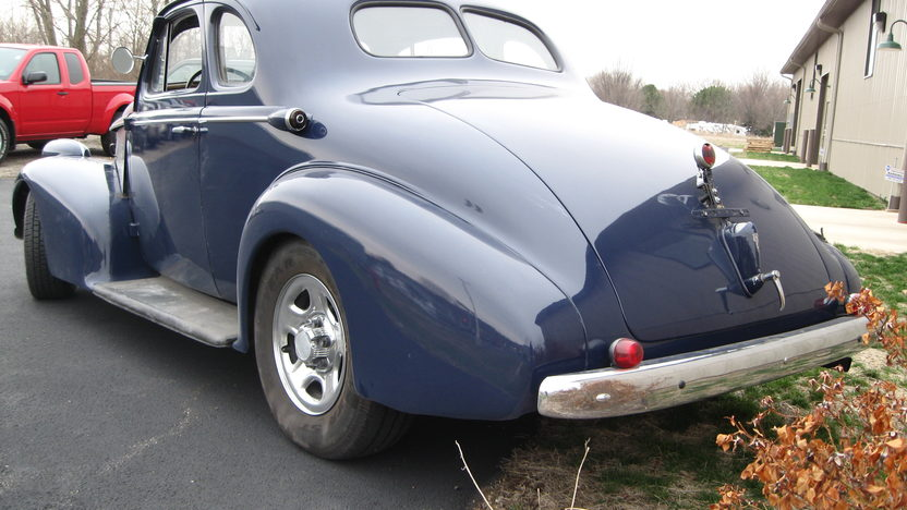 1938 Oldsmobile FJ8 Club Resto Rod Automatic presented as lot W102 at Indianapolis, IN 2011 - image3