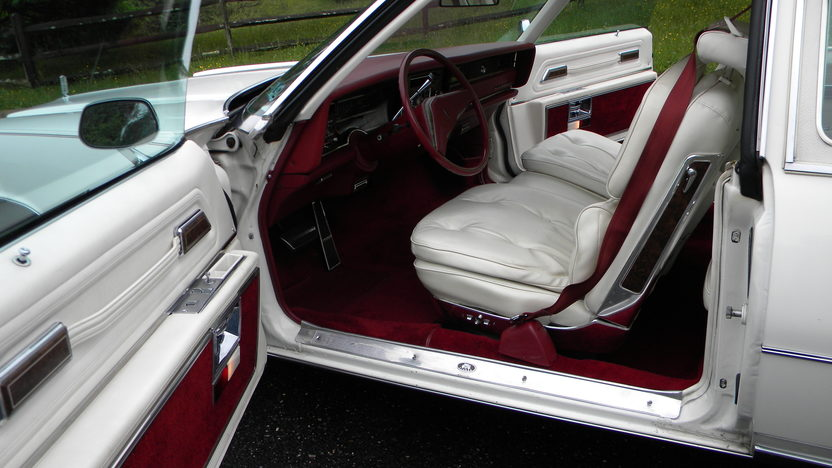 1975 Oldsmobile Toronado Coupe 455 CI presented as lot W118 at Indianapolis, IN 2012 - image3