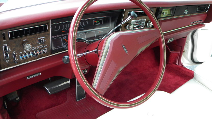 1975 Oldsmobile Toronado Coupe 455 CI presented as lot W118 at Indianapolis, IN 2012 - image5