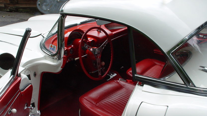 1962 Chevrolet Corvette 327/360 HP, 4-Speed presented as lot S196 at Indianapolis, IN 2012 - image3