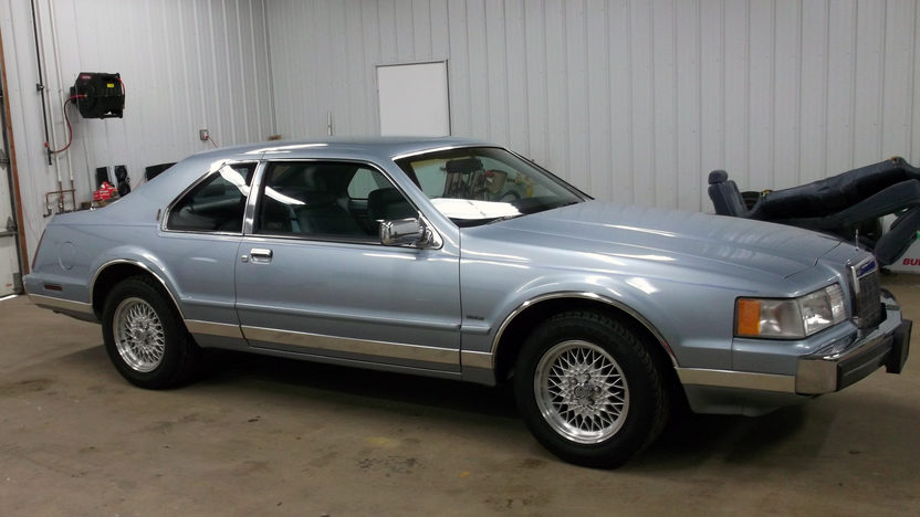 1990 Lincoln Mark VII 302 CI, Automatic presented as lot G53 at Indianapolis, IN 2013 - image8