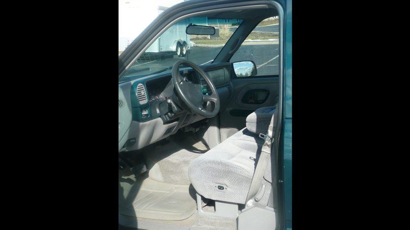 1998 Chevrolet Silverado Pickup presented as lot G60 at Indianapolis, IN 2013 - image3