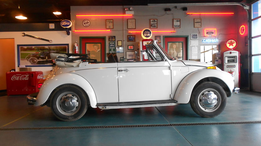 1973 Volkswagen Super Beetle Convertible presented as lot W116 at Indianapolis, IN 2013 - image2