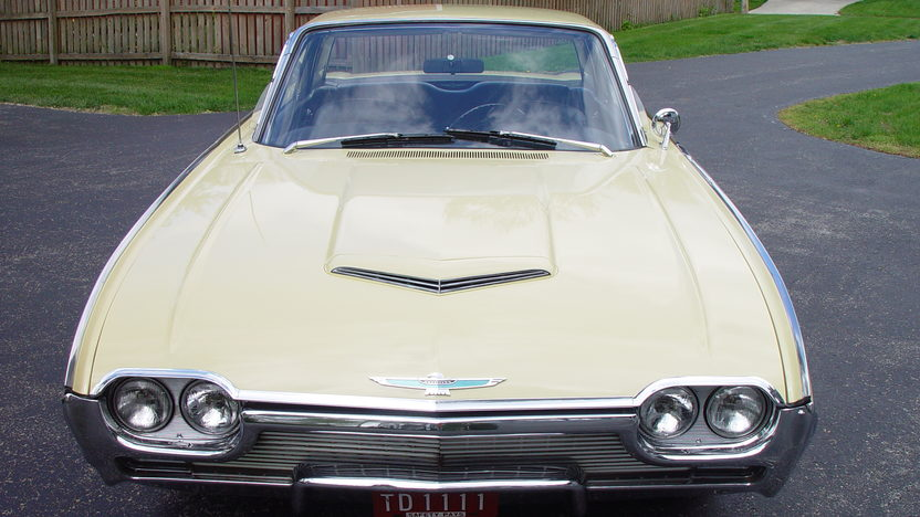1961 Ford Thunderbird 390/300 HP, Automatic presented as lot W209 at Indianapolis, IN 2013 - image8