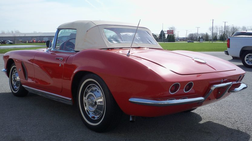 1962 Chevrolet Corvette Convertible 327/340 HP, 4-Speed presented as lot W263 at Indianapolis, IN 2013 - image7