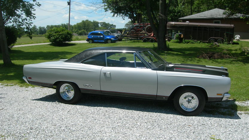 1969 Plymouth GTX 440 CI, Automatic presented as lot W310 at Indianapolis, IN 2013 - image7