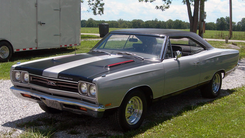 1969 Plymouth GTX 440 CI, Automatic presented as lot W310 at Indianapolis, IN 2013 - image8