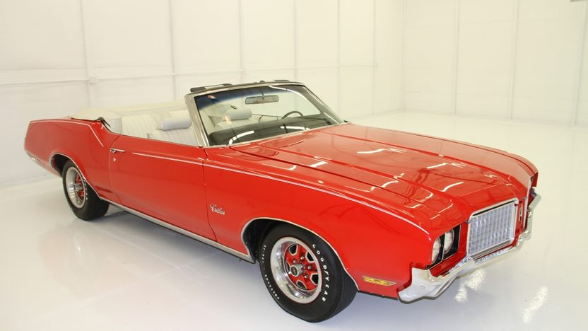 1972 Oldsmobile Cutlass Convertible 350 CI, Automatic presented as lot T17 at Indianapolis, IN 2013 - image10
