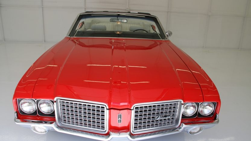 1972 Oldsmobile Cutlass Convertible 350 CI, Automatic presented as lot T17 at Indianapolis, IN 2013 - image8