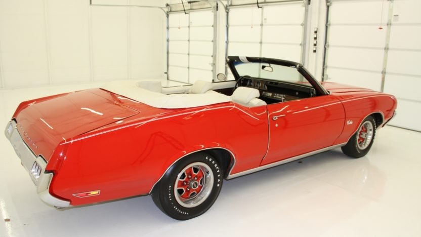 1972 Oldsmobile Cutlass Convertible 350 CI, Automatic presented as lot T17 at Indianapolis, IN 2013 - image9