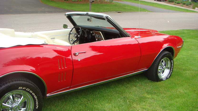 1968 Pontiac Firebird Convertible 350 CI, Automatic presented as lot T139 at Indianapolis, IN 2013 - image8