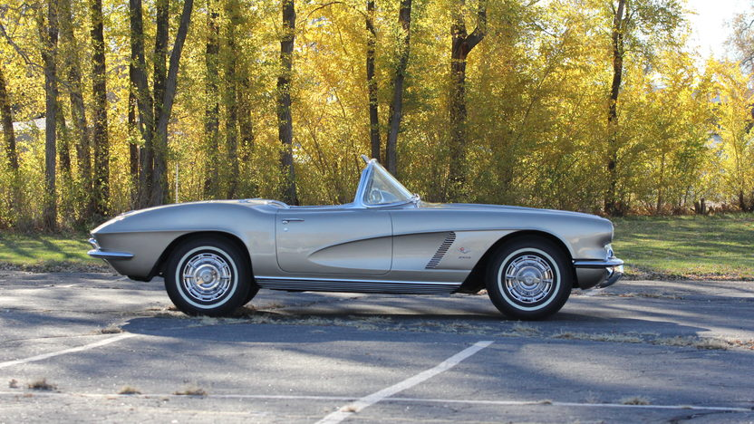 1962 Chevrolet Corvette Fuelie 327/360 HP, 4-Speed presented as lot S203 at Indianapolis, IN 2013 - image2