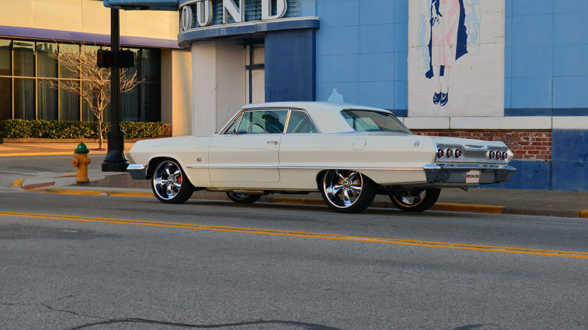 1963 Chevrolet Impala 409/425 HP, 4-Speed presented as lot S263 at Indianapolis, IN 2013 - image11
