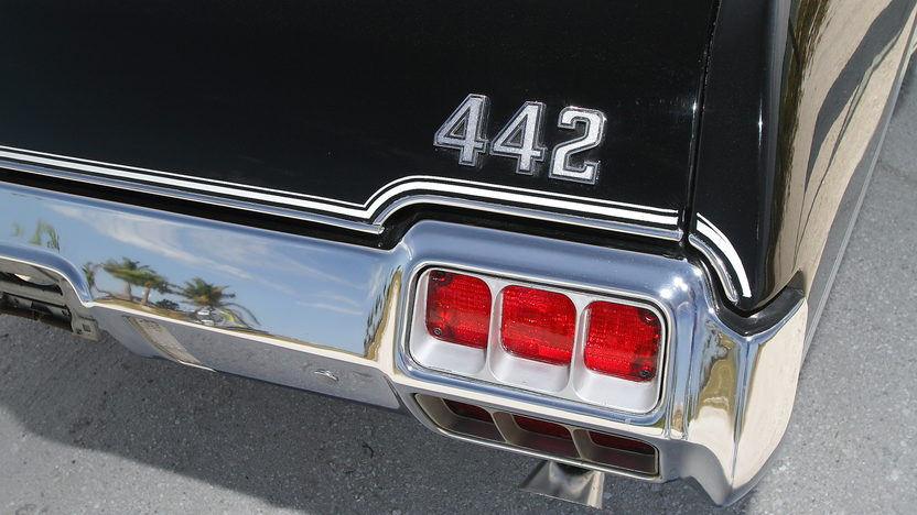 1972 Oldsmobile 442 W-30 S Coupe 455/300 HP, Automatic presented as lot S112 at Indianapolis, IN 2013 - image9