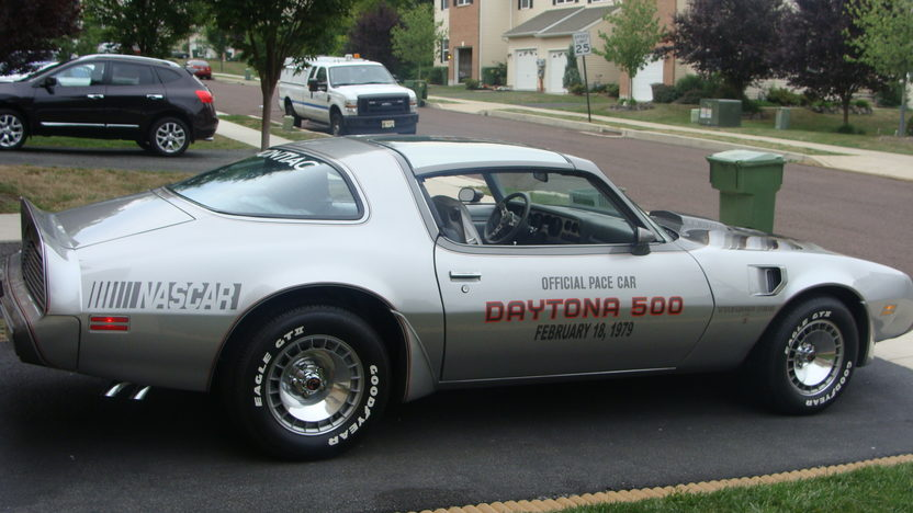 1979 Pontiac Trans Am Silver Anniversary Daytona 500 Pace Car Edition presented as lot T114 at Indianapolis, IN 2013 - image2