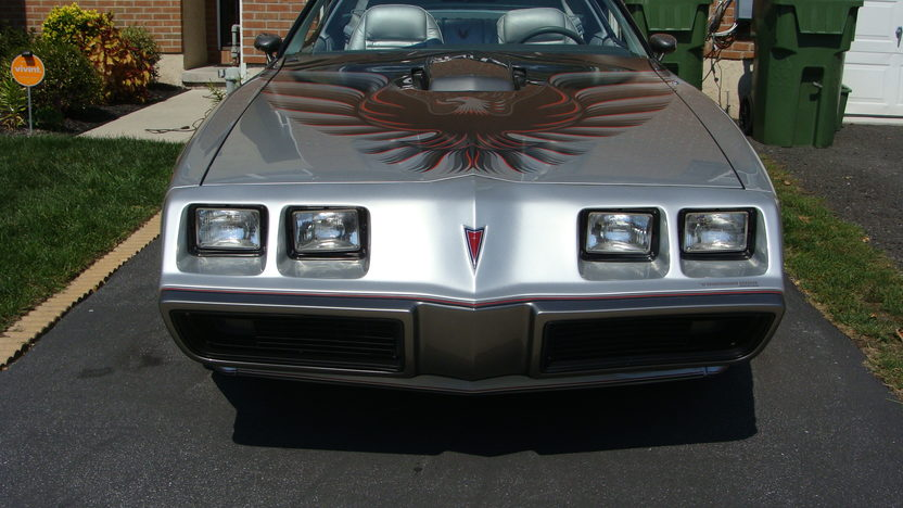 1979 Pontiac Trans Am Silver Anniversary Daytona 500 Pace Car Edition presented as lot T114 at Indianapolis, IN 2013 - image7