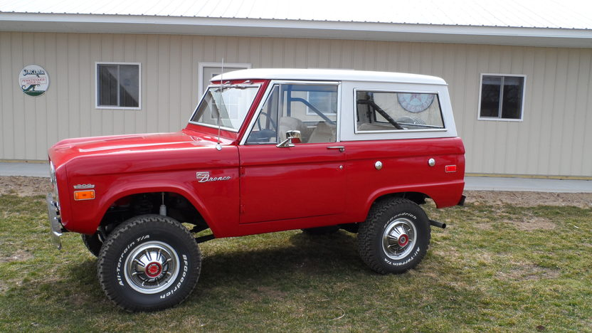 1971 Ford Bronco 302 CI, Automatic presented as lot T303 at Indianapolis, IN 2013 - image8