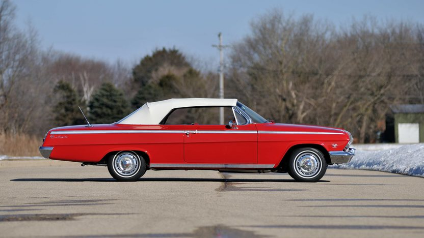 1962 Chevrolet Impala SS Convertible 409/409 HP, 4-Speed presented as lot S7 at Indianapolis, IN 2013 - image2