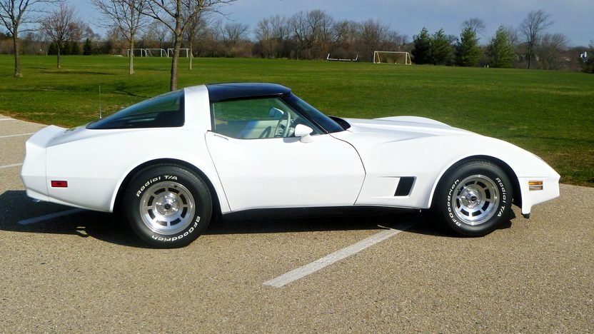 1980 Chevrolet Corvette 350 CI, 4-Speed presented as lot T167 at Indianapolis, IN 2013 - image2